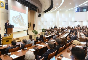 Presiden Jokowi menyampaikan kuliah umum di hadapan mahasiswa Hankuk University of Foreign Studies, Seoul, Korsel, Selasa (11/9) siang. (Foto: Rahmat/Humas)