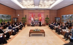 President Jokowi meets Chief of the Vietnam Parliament along with delegations of two countries in Hanoi, Wednesday (12/9) (Photo: Press and Media Bureau)