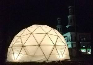 Geodesic dome yang dibangun oleh kelompok kerja ITB untuk pengungsi Lombok. (Foto: Humas ITB)