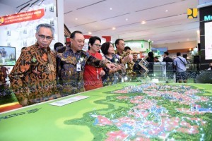 Director General of Housing Finance Lana Winayanti and related officials after the opening of the 2018 Indonesia Properti Expo (IPEX), at Jakarta Convention Center, Senayan, Jakarta, Saturday (22/9). (Photo by: Ministry of Public Works and Public Housing).