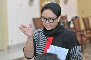 Menlu Retni Marsudi menjawab pertanyaan wartawan, di Istana Kepresidenan Bogor, Jabar, Jumat (7/9) siang. (Foto: JAY/Humas)