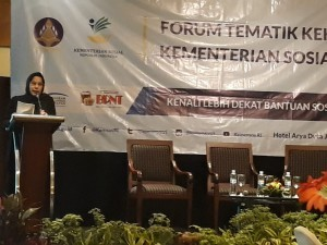 Head of Public Relations Bureau of Ministry of Social Affairs Hafifah Insari on thematic forum of Public Relations Coordinating Board (Bakohumas) at Aryaduta Hotel, Jakarta, on Wednesday (12/9). (Photo by: Heni/Public Relations Division).