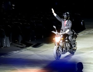 President Jokowi rides motorcycle at at Gelora Bung Karno (GBK) Main Stadium, Jakarta, at the opening of 2018 Asian Games. (Photo by: Public Relations).