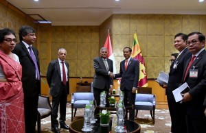 President Jokowi accompanied by a number of ministers receives PM Sri Lanka, Ranil Wickremesinghe, at Hotel Melia, Hanoi, Wednesday (12/9). (Photo: Press and Media Bureau of Ministry of State Secretariat)