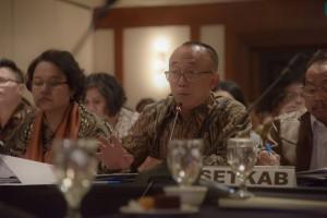 Deputi Administrasi Seskab Farid Utomo menyampaikan pemaparan angaran Setkab pada RDP dengan Komii II DPR RI, di Hotel Milenium, Jakarta, Rabu (12/9) malam. (Foto: OJI/Humas)