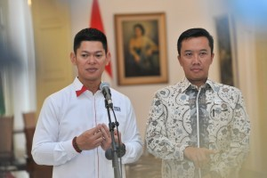 Chairman of INAPGOC Raja Oktohari and Minister of Youth and Sports Imam Nahrawi on press release at Bogor Presidential Palace, Bogor, Friday (7/9). (Photo by: Jay/Public Relations)