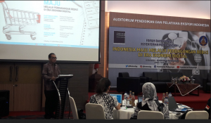 Secretary General of Trade Ministry Karyanto Suprih gives a speech at the Public Relations Coordinating Board's thematic discussion, Jakarta, Tuesday (4/9) afternoon. (Photo by: IST)