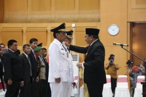 Gubernur Jatim Soekarwo melantik Bupati dan Wakil Bupati Tulungagung hasil Pilkada 2018, di Kemendagri, Jakarta, Selasa (25/9) siang. (Foto: Puspen Kemendagri)