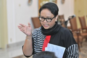Minister of Foreign Affairs Retno Marsudi answers questions from journalists at the Bogor Palace, Friday (7/9) (Photo by: Jay/ Public Relations Division of Cabinet Secretariat