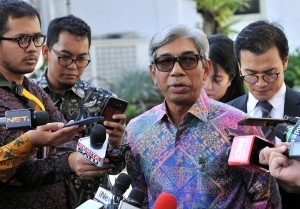 Deputy Minister of Foreign Affairs AM Fachir answers questions from journalists after accompanying President Jokowi receiving delegation from Czech Senate at Merdeka Palace, Jakarta, Monday (17/9) (Photo by: BPMI).