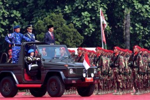 President Jokowi inspects the troops during a ceremony commemorating the 73rd anniversary of Indonesia's National Defense Forces (TNI), at the TNI Headquarters Cilangkap, Jakarta, Friday (5/10). (Photo by: OJI/PR Division).