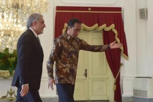 Presiden Jokowi menerima kunjungan kehormatan Chief Executive Afghanistan Dr. Abdullah Abdullah, di Istana Merdeka, Jakarta, Kamis (4/10) siang. (Foto: OJI/Humas)