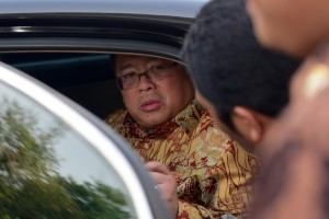 Minister of National Development Planning/Head of National Development Planning Board (Bappenas)Bambang Brodjonegoro answering the Press after attending limited cabinet meeting, at State Palace, Jakarta, Tuesday (16/10). (Photo: Rahmat/PR)