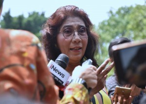Minister of Maritime Affairs and Fisheries Susi Pudjiastuti answers reporters' questions after a Limited Cabinet Meeting at the Presidential Palace in Bogor, West Java, Monday (22/10). (Photo by: Rahmat/Public Relations).