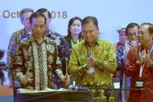 Presiden Jokowi membuka Indonesian Palm Oil Conference (IPOC) 2018 dan 2019 Price Outlook, di Sofitel Hotel, Nusa Dua, Bali, Senin (29/10) siang. (Foto: OJI/Humas)