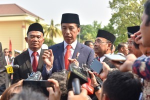 President Jokowi answers reporters' questions at Pancasila Sakti Monument, Lubang Buaya, Jakarta, Monday (1/10). (Photo by: Jay/Public Relations).