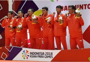 Tim bulutangkis beregu putra mempersembahkan emas pertama untuk Indonesia pada ajang Asian Para Games 2018, di Istora GBK, Jakarta, Minggu (7/10) siang. (Foto: IST)