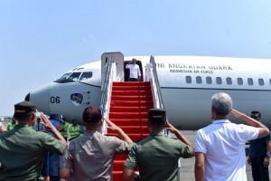President Jokowi flies to Palu, Central Sulawesi Province, to observe earthquake and tsunami victims, Sunday (30/9). (Photo: BPMI).