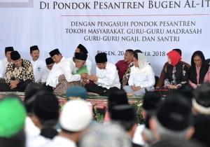 Presiden saat silaturahmi dengan para santri dan pengurus Pondok Pesantren Bugen Al-Itqon, Semarang, Jawa Tengah, Sabtu (20/10). (Foto: BPMI).