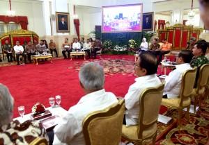 Para menteri Kabinet Kerja menjelang mengikuti Sidang Kabinet Paripurna, di Istana Negara, Jakarta, Selasa (16/10) siang. (Foto: Rahmat/Humas)