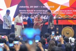 Presiden Jokowi membuka Kongres XX Tahun 2018 Wanita Katolik Indonesia (WKRI), di Magnolia Grand Ballroom Hotel Grand Mercure, Superblok Mega Kemayoran, Jakarta Pusat, Selasa (30/10) pagi. (Foto: JAY/Humas)