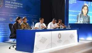 Minister of Finance Sri Mulyani along will other officials on a Press Release at BICC, Nusa Dua, Bali, Monday (10/8). (photo: Public Relations of Ministry of Finance)