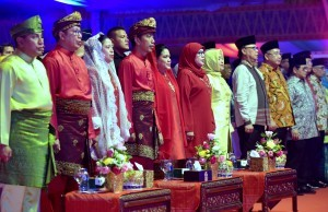 President Jokowi accompanied by First Lady Ibu Iriana Joko Widodo attends the opening of the 27th National MTQ (Quran Recital Competition) in Medan, North Sumatera, Sunday (7/10). (Photo by: Rahmat/PR Division).