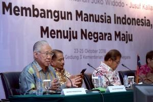Menteri Perdagangan Enggartiasto Lukita didampingi sejumlah menteri menyampaikan paparan pada konperensi pers Laporan 4 Tahun Pemerintahan Jokowi-JK, di Aula Gedung III Kemensetneg, Jakarta, Selasa (23/10) siang. (AGUNG/Humas)
