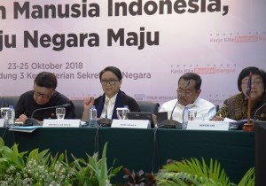 Minister of Foreign Affairs at a press conference on 4-Year Report of Joko Widodo-Jusuf Kalla Administration in Jakarta, Thursday (25/10). (Photo: Deny S/PR)