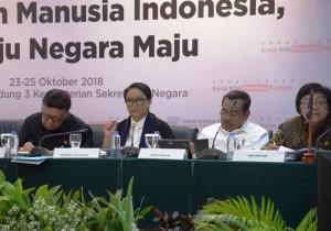 Menlu Retno Marsudi menghadiri Konperensi Pers 4 Tahun Pemerintahan Jokowi-JK, di aula Gedung III Kemesetneg, Jakarta, Kamis (25/10) siang. (Foto: Deny S/Humas)