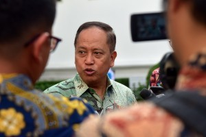 Minister of Research, Technology and Higher Education M. Nasir answers to reporters' question after attending plenary cabinet meeting, at State Palace, Jakarta, Tuesday (16/10). (Photo: Rahmat/PR)