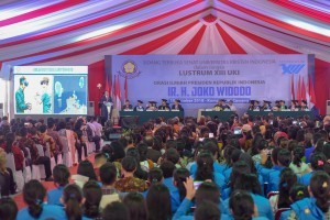 President Jokowi delivers general lecture at Christian University of Indonesia (UKI), at UKI Campus area, Cawang, East Jakarta, Monday (15/10). (Photo: JAY/PR)