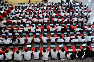 Sebanyak 7061 pelamar CPNS Kemensetneg dan Setkab mengikuti tes SKD, di kantor Walikota Jakarta Utara, Jumat (26/10) pagi. (Foto: JAY/Humas)
