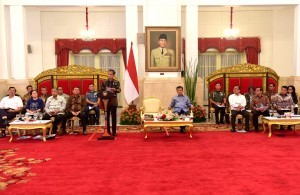 President Jokowi gives an introductory remarks at a Plenary Cabinet Meeting on Disaster Management Evaluation, at the State Palace, Jakarta, Tuesday (16/10). (Photo by: Rahmat/Public Relations Division)