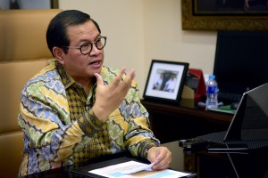 Seskab Pramono Anung menjawab pertanyaan menyambut Hari Sumpah Pemuda 2018, di ruang kerjanya Gedung III Kemensetneg, Jakarta, Jumat (26/10) lalu. (Foto: AGUNG/Humas(