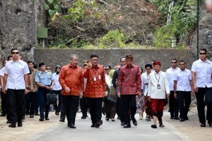 Home Affairs Minister Tjahjo Kumolo and President Jokowi in GWK, Badung Regency, Bali, Friday (19/10). (Photo by: Home Affairs Ministry)