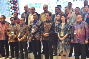 President Jokowi accompanied by a number of ministers attends Tri Hita forum, at Sofitel Hotel, Nusa Dua, Thursday (11/10). (Photo: JAY/PR)