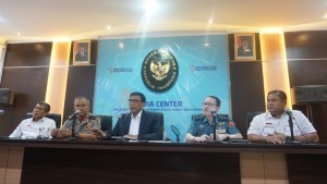 Coordinating Minister for Political, Legal, and Security Affairs Wiranto gives a press statement at the Ministry's office, Jakarta, Monday (1/10). (Photo by: Coordinating Minister for Political, Legal, and Security Affairs)