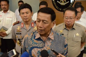Coordinating Minister for Political, Legal and Security Affairs Wiranto answers reporters' questions at the office of Coordinating Ministry for Political, Legal and Security Affairs, Jakarta, Tuesday (9/10). (Photo by: Public Relations of Coordinating Ministry for Political, Legal and Security Affairs).