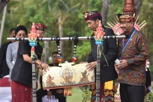 President Jokowi accompanied by Minister of Tourism and Governor of Bali opens Bali Culture Carnival, at BNDCC, Nusa Dua, Bali, Friday (12/10). (Photo: Jay/PR)