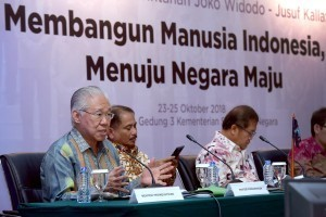 Minister of Trade Enggartiasto Lukita accompanied by a number of ministers during the press conference, at the Building III of the Ministry of State Secretariat, Jakarta, Tuesday (23/10). (Photo by: Agung/Public Relations).