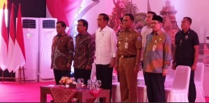 President Jokowi, accompanied by Cabinet Secretary and Minister of Agrarian and Spatial Planning/Head of the National Land Agency (BPN), attends the distribution of land certificates at Ahmad Yani Football Field, South Jakarta, Tuesday (23/10) Photo by: IST.
