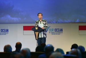 President Jokowi reads a poem at the opening of the 2018 Our Ocean Conference at Bali Nusa Dua Convention Center (BNDCC), Badung, Bali, Monday (29/10). Photo by: Oji/Public Relations Division of Cabinet Secretariat.