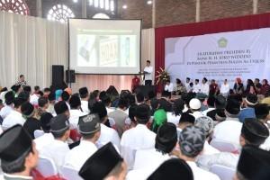 President Jokowi visits Bugen Al-Itqon Islamic Boarding School, Semarang, Central Java, Saturday (20/10). Photo by: Presidential Secretariat.