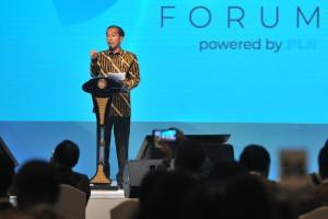 Presiden Jokowi memberikan sambutan pada pembukaan Kompas100 CEO Forum Tahun 2018, di Jakarta Convention Center, Jakarta, Selasa (27/11) siang. (Foto: JAY/Humas)