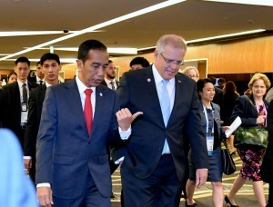 President Joko Widodo meets Australian Prime Minister Scott Morrison on the sidelines of the 33rd ASEAN Summit, at the Suntec Convention Centre, Singapore, Wednesday (14/11). (Photo by: Presidential Secretariat)