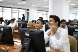 Indonesian badminton player Tontowi Ahmad and other athletes take civil service exam at the National Civil Service Agency (BKN), Jakarta, Wednesday (28/11). (Photo by: BKN PR Division)