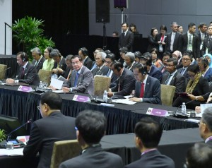 Presiden Jokowi menghadiri KTT ASEAN-RRT, di Suntec Convention Centre, Singapura, Rabu (14/11) siang. (Foto: Setpres)