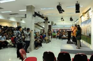 Suasana konferensi pers PKE ke-16 di Kantor Presiden, Jumat (16/11). (Foto: Humas/Jay)