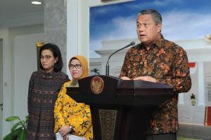Gubernur BI dalam konferensi pers soal PKE ke-16 di Kantor Presiden, Jakarta, Jumat (16/11). (Foto: Humas/Jay)